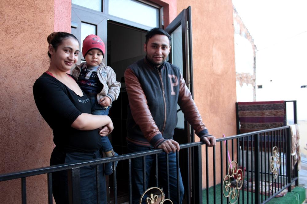 Doris, Larisa si Sebastian, pe terasa